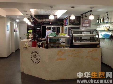 开放式吧台,专业的意式咖啡制作设备